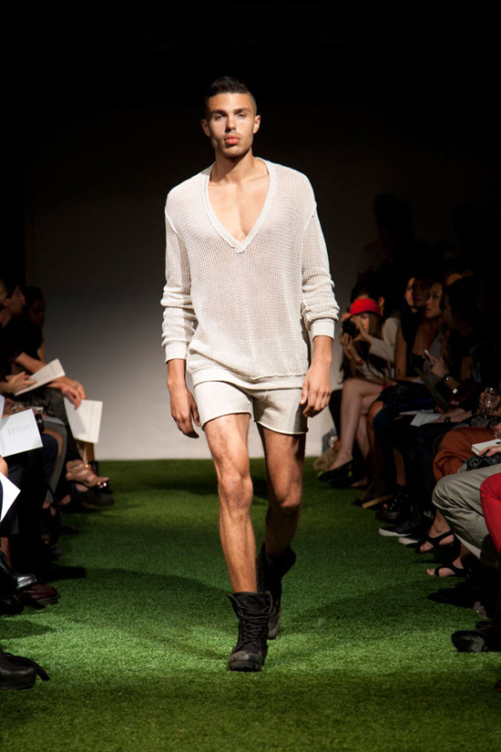Fashion Week Chronicles: Lars Andersson Takes On Dramatic Monochrome Knits for Spring 2013 (5)
